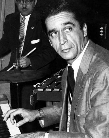 El pianista y compositor Felipe Dulzaides  es uno de los inolvidables de la música cubana.