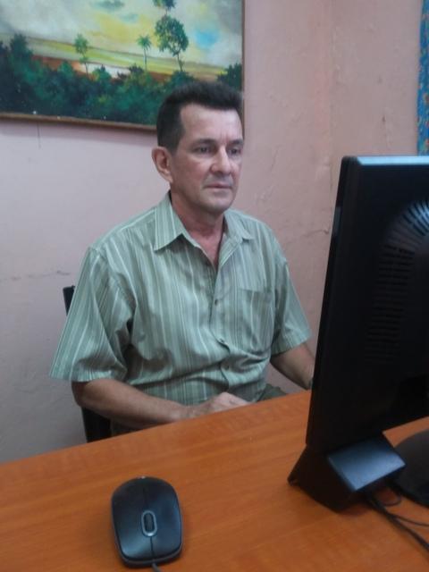 Omar Echevarría director, guionista y conductor